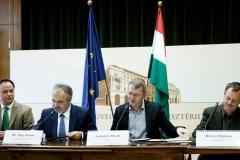 dr. Nagy István, az FM parlamenti államtitkára a magyar természetjárás továbbfejlesztéséről írt alá együttműködést