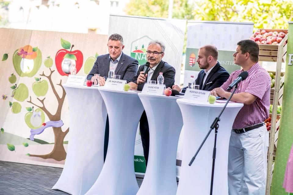őszi almafogyasztást ösztönző kampány, Budapest - Nagy István agrárminiszter