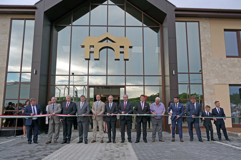 Egerszalókon, a Juhász Testvérek Pincészete borászati központjának avatásán - Nagy István agrárminiszter