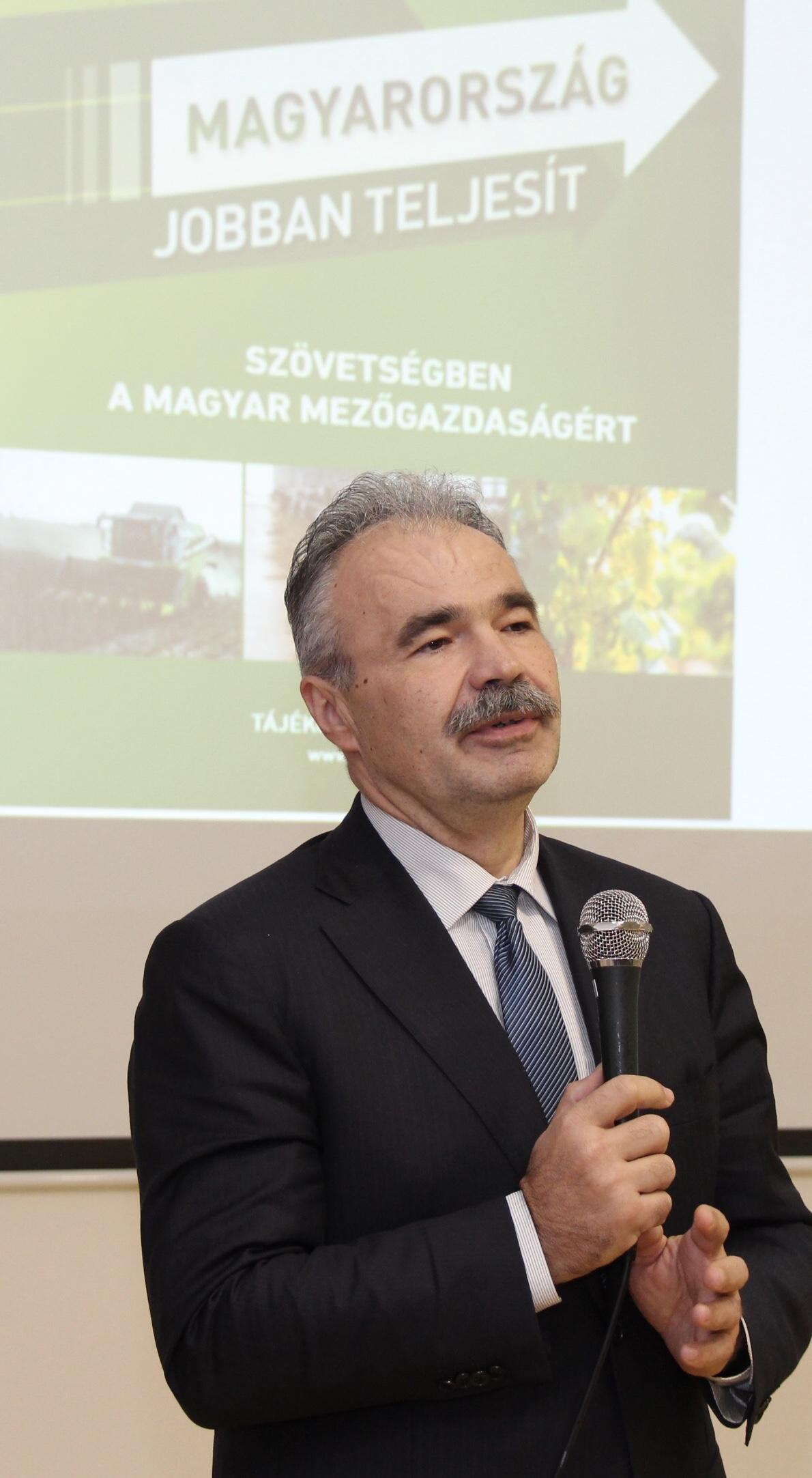 Dr. Nagy István, a Földművelésügyi Minisztérium államtitkára Komáromban