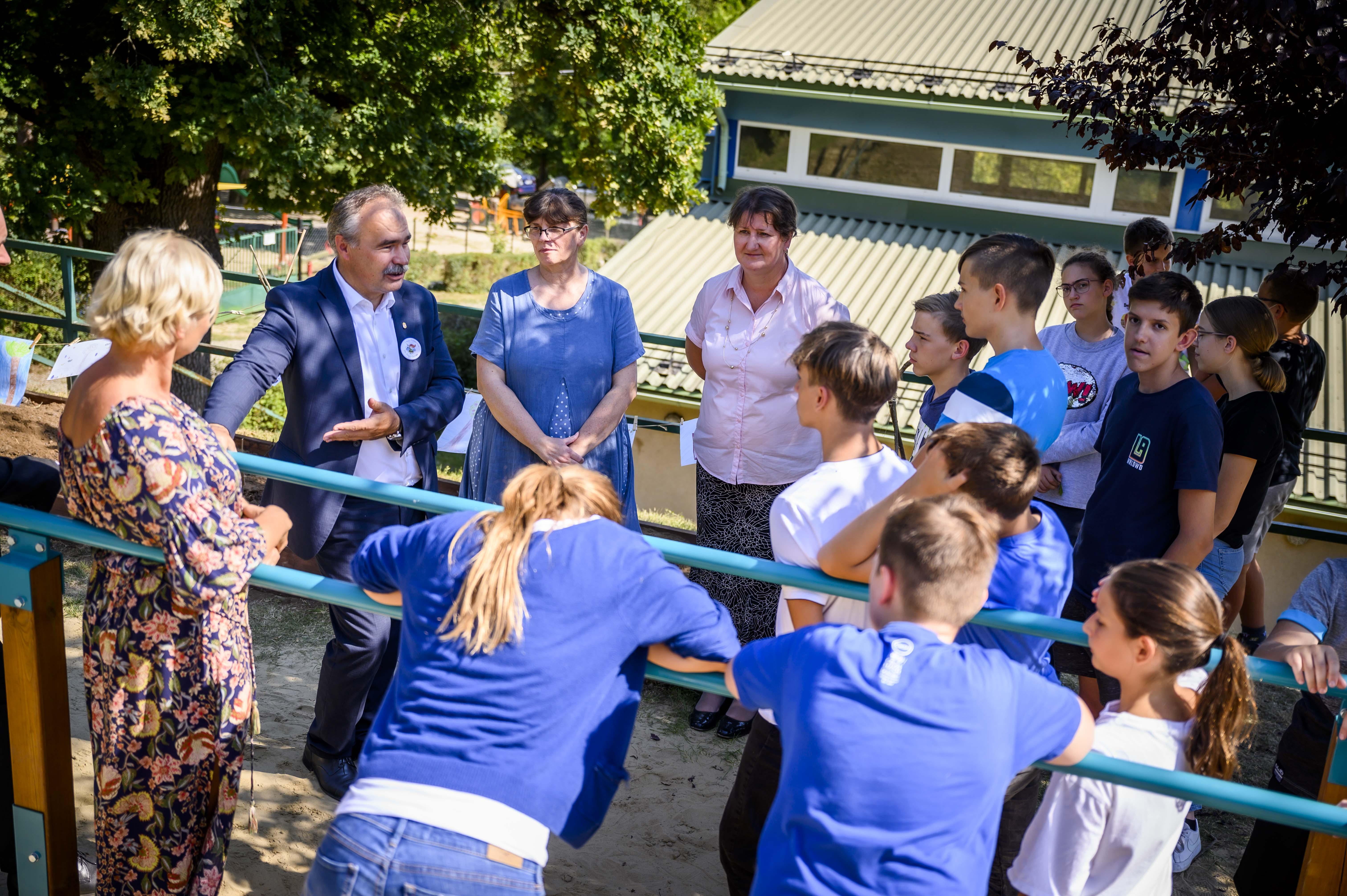 Iskolakertet-adtak-at-Leanyfalun-Nag-Istvan-agrarminiszter-9