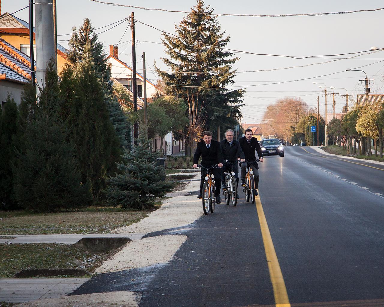 Jánossomorja kerékpárút átadó ünnepség 11.30 - Nagy István miniszter, országgyűlési képviselő