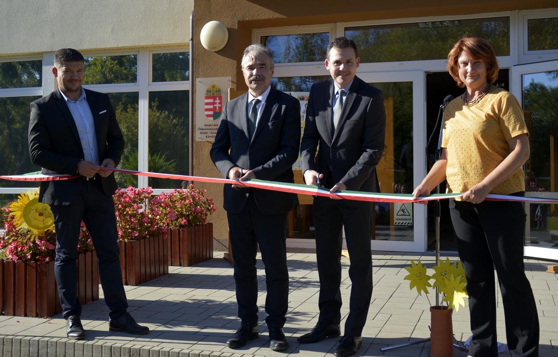 Szigetközi önkormányzatok a fenntartható energiahasználatért - Kimle napelem átadás - Nagy István országgyűlési képviselő
