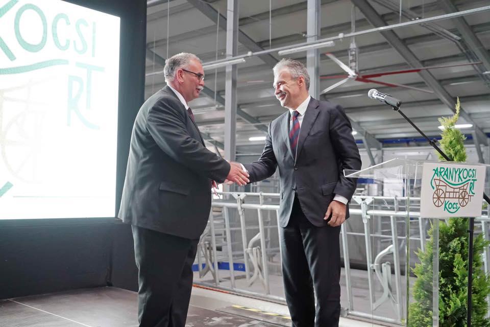 Robotizált tehénistálló átadása Kocson - dr. Nagy István miniszter