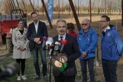 Komlótermesztés Kastélyosdombón - Nagy István agrárminiszter