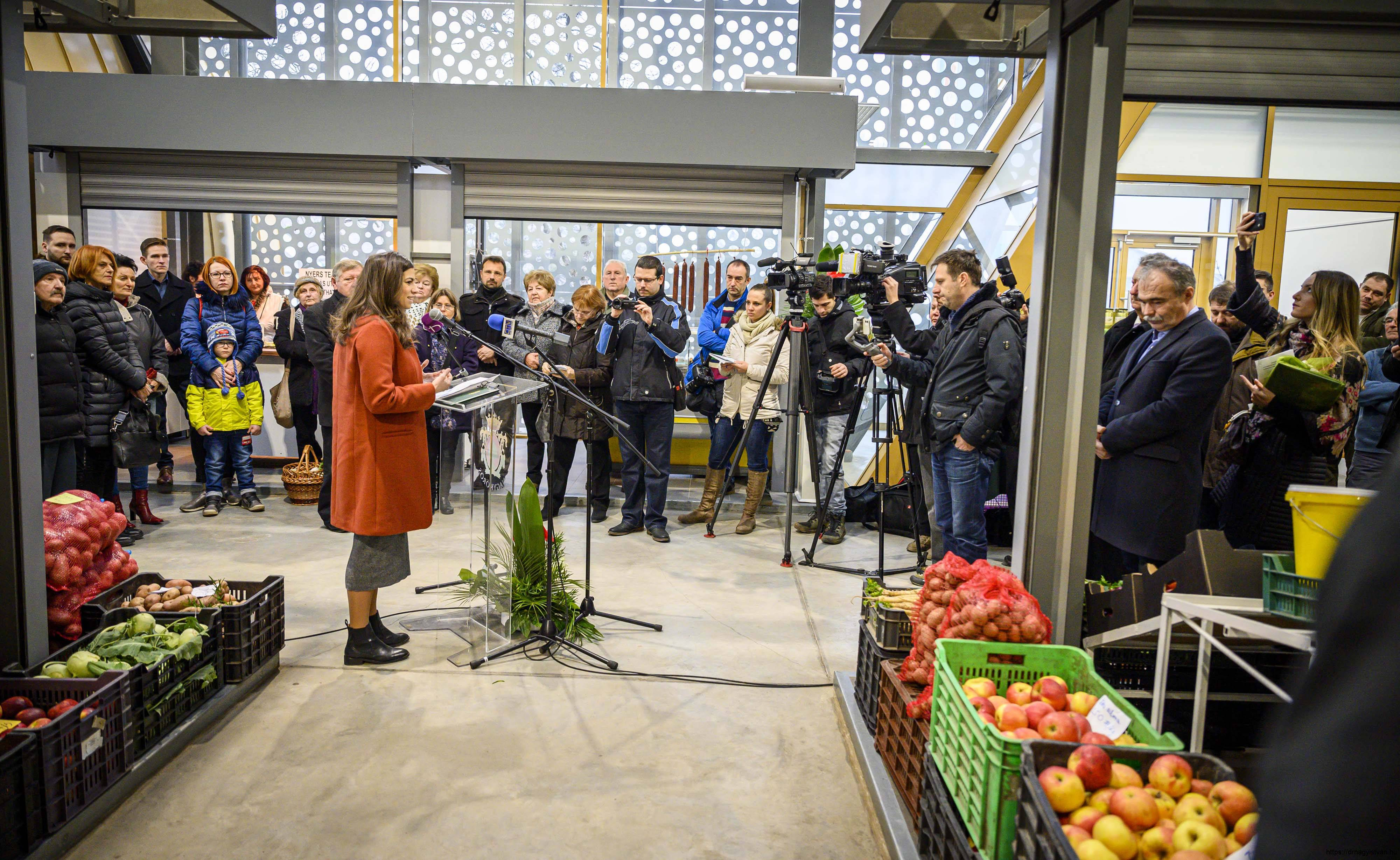 Nagykőrösi-termelői-piac-Nagy-István-miniszter-5