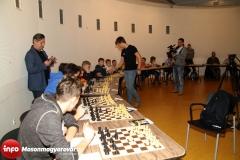 V. FUTURA Sakk Karnevál - szimultán sakk Gledura Benjáminnal