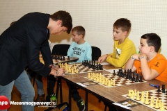 V. FUTURA Sakk Karnevál - szimultán sakknagymester Gledura Benjámin