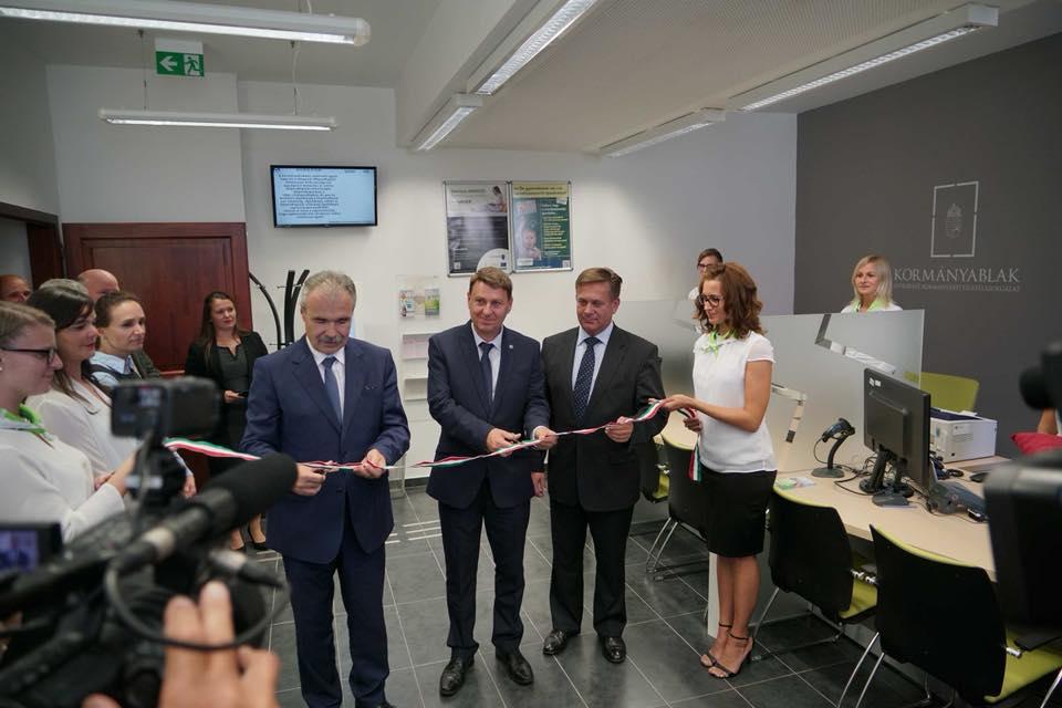 Nagy István miniszter, ogy képviselő Jánossomorján - kormányablak átadás