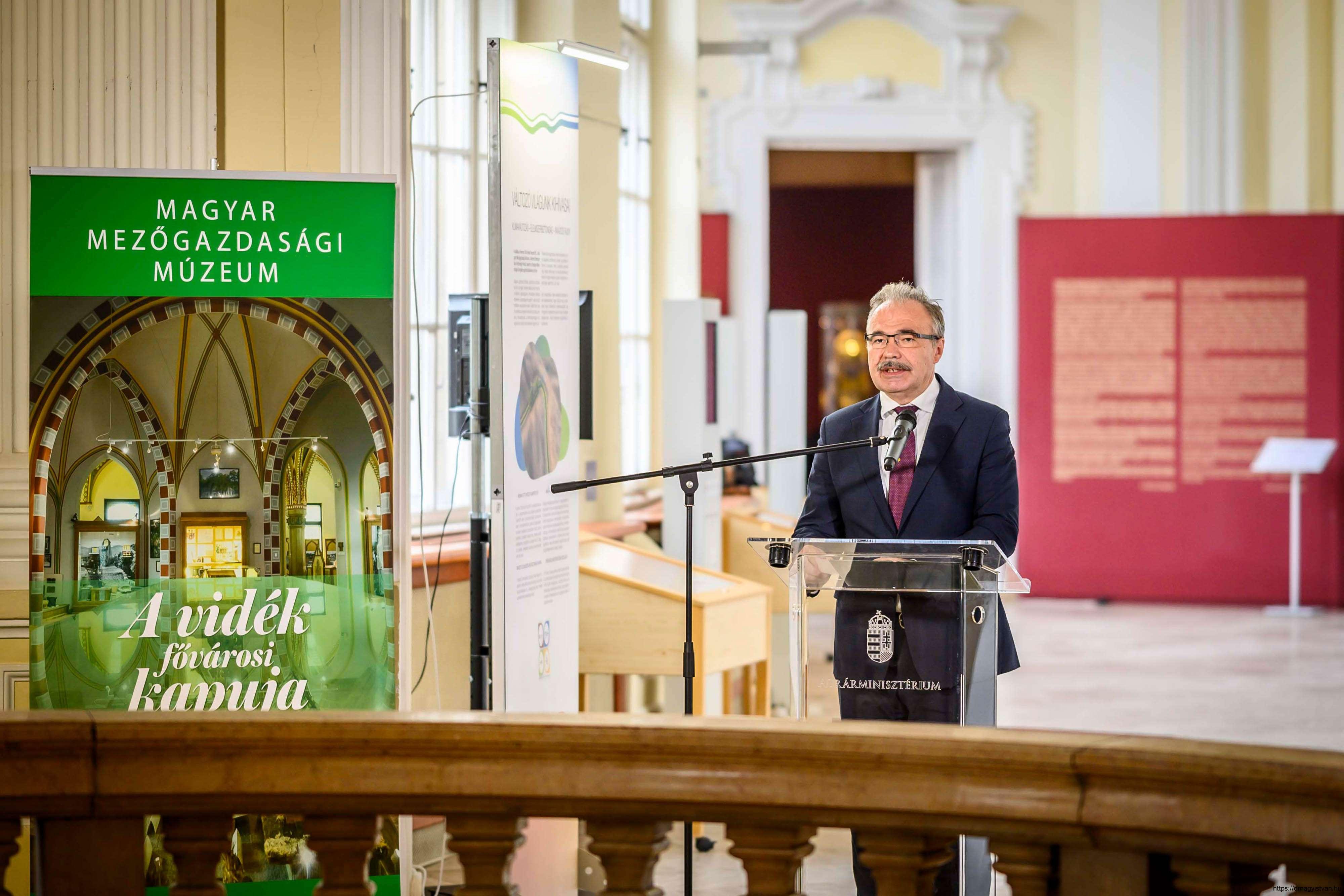 Változó-világunk-kihívásai-kiállítás-és-konferencia-Nagy-István-miniszter-5