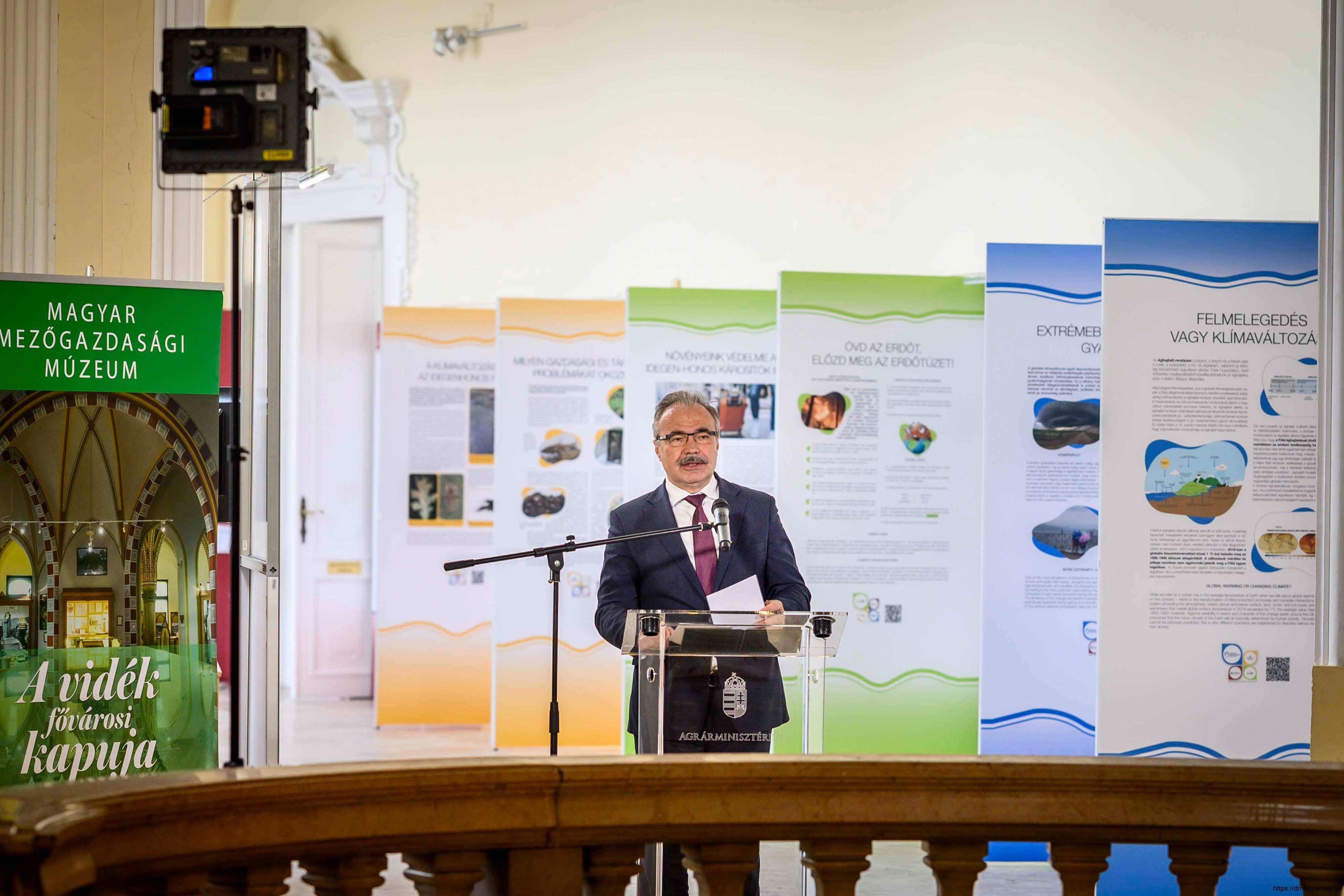 Változó-világunk-kihívásai-kiállítás-és-konferencia-Nagy-István-miniszter-6